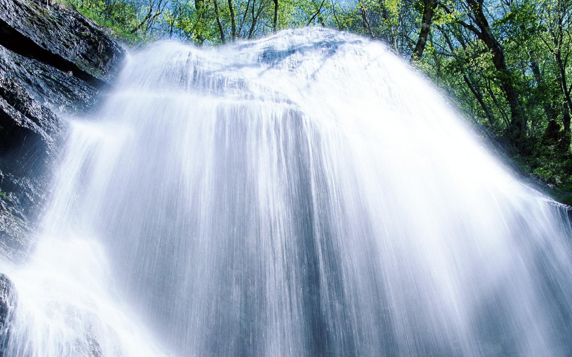 風景桌布下載 - 瀑布與溪流